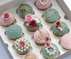 ...cupcakes with edible pearls