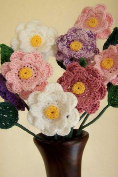 Pontos mais fechados Flores Diy, Cultural Crafts, Textiles, Crochet Flowers, Crochet Earrings, Floral Wreath, Bee, Crafty, Knitting