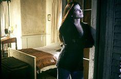 Nicole Kidman and Sandra Bullock – Practical Magic movie photo gallery Sandra Bullock, Sandro, Practical Magic Movie, The Moon Tonight, Someone To Love Me, Ville Rose, Magical Home, Black Magic Woman, Movie Photo