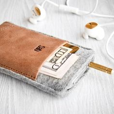 Im thinking DIY inspiration: iPhone case and wallet all in one