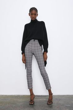 High waist leggings with false front pockets. Zip and snap-button fastening at the front. HEIGHT OF MODEL: 177 cm. Jeggings Outfit, Zara Outfit, Plaid Pants, Zara Women, Winter Looks, Work Wear, Winter Outfits, Style Me, Pants For Women