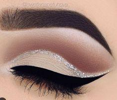 make up guide Nude eye make-up and silver glitter detail More make up glitter;make up brushes guide;make up samples; Makeup Goals, Makeup Inspo, Makeup Inspiration, Makeup Ideas, Makeup Tips, Makeup Tutorials, Makeup Trends, Makeup Hacks, Makeup Designs