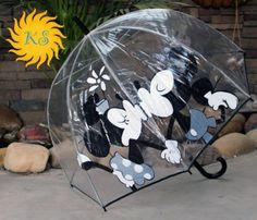 Mickey n Minnie kissing umbrella