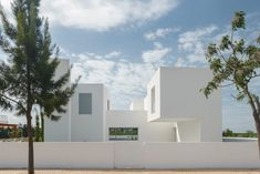 Between Two Walls is a minimalist residential project in Quarteira, Portugal