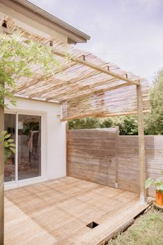 The wooden pergola is a good solution to add beauty to your garden. If you are not ready to spend thousands of dollars for building a cozy pergola then you may devise new strategies of trying out something different so that you can re Diy Pergola, Pergola Canopy, Wooden Pergola, Outdoor Pergola, Pergola Shade, Pergola Ideas, Patio Shade, Small Pergola, Outdoor Patios