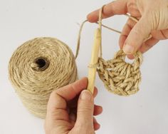 Have you noticed that natural jute decor is bang on trend right now? In this tutorial, you'll learn how to crochet the rounds and create a stunning contrast between the natural jute and metallic. Crochet Mat, Crochet Carpet, Crochet Doily Patterns, Sisal, Jute, Coaster Crafts, Crochet Wall Hangings, Wall Hanging Crafts, Crochet Decoration