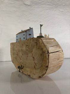 Reclaimed Wood Art, Recycled Wood, Small Wooden House, Recycling, Tree Slices, Driftwood Crafts, Coastal Art, House In The Woods, Box Design