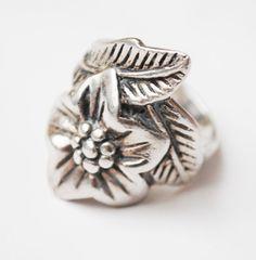 Sterling Flower Ring - Sterling silver floral - size 7