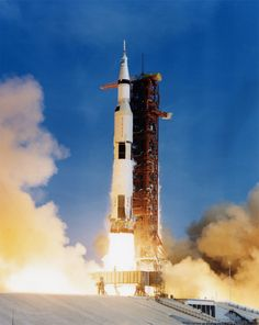 Space Shuttle - The launch of Apollo 11 on July (Source: NASA) Apollo 11 Launch, Apollo 11 Mission, Apollo Nasa, Apollo Spacecraft, Apollo Space Program, Nasa Space Program, Moon Missions, Apollo Missions, Cosmos