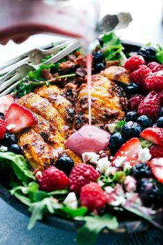 Grilled Berry Feta Chicken Salad is loaded with fresh summer berries, bacon chipotle seasoned grilled chicken and topped with a . Chipotle Dressing, Vinaigrette Salad Dressing, Salad Dressings, Feta Chicken, Grilled Chicken Salad, Healthy Salads, Healthy Recipes, Savory Salads, Gout Recipes