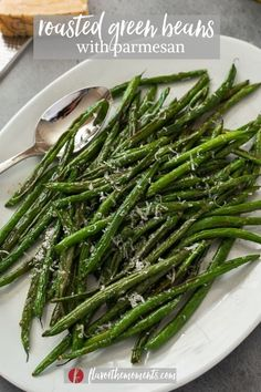 Roasted Green Beans with Parmesan are tender, caramelized and sprinkled with parmesan cheese.  They're an easy side dish that the whole family will love! #sidedishes #vegetarian #greenbeans #glutenfree Healthy Vegetable Recipes, Good Healthy Recipes, Whole Food Recipes, Vegetarian Recipes, Healthy Meals, Healthy Food, Healthy Side Dishes, Side Dishes Easy, Vegetable Side Dishes
