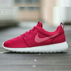 NIKE Women's Roshe Run Hot Pink Metallic NO Trades NO Swaps NO Lowballing $100  DESCRIPTION Women's Nike Roshe Runs in Pink/White  SIZE 7.5 Women's  PRICE The price is negotiable. Serious buyers, please submit your best offer.  Related: roshe run kaishi jordans free run flyknit Nike Shoes Slippers