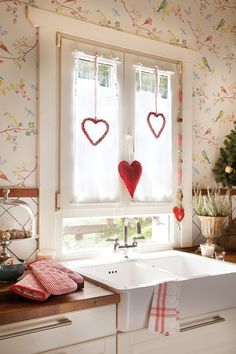 The Heart Cottage Cottage Living, Cottage Style, White Cottage, Home Comforts, Küchen Design, Design Interior, Country Kitchen, Vintage Kitchen, Farmhouse Decor