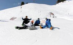 Nach einer kurzen Einführung kann die Gruppe ins rasante Abenteuer starten. Mountains, Nature, Travel, Ice Climbing, Long Distance, Winter Vacations, Group, Adventure, Naturaleza