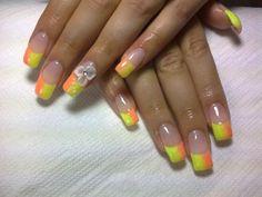 Yellow Orange horizontal ombré. Summer nail art black & white flowers Free-Hand