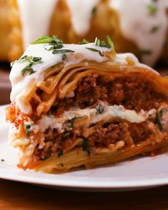 Lasagna Dome Recipe by Tasty - of course going to leave out the oil, use roasted veggies instead of meat, tofu ricotta and cashew based no dairy alfredo sauce! Meat Recipes, Pasta Recipes, Dinner Recipes, Cooking Recipes, Lasagna Recipes, Lasagna Recipe Ricotta, Tasty Lasagna, Tofu Ricotta, Cheese Lasagna