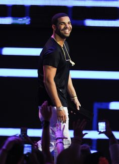 Did you know that Drake is going to be at the AAC on Sunday, November 10? Tickets go on sale Friday, June 21!