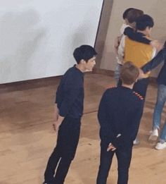 OMG they were really happy to interact with their fans and laugh with them that made xiumin hugs lay expressing his happiness...... love exo even much more now!!