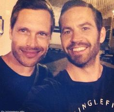 Late Paul Walker's selfie with his stunt double from Flash back tuesday. Paul Walker Tribute, Rip Paul Walker, Beautiful Blue Eyes, Beautiful Boys, Brick Mansions 2014, Paul Walker Movies, Stunt Doubles, Fast And Furious, People Of The World