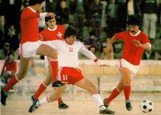 Malta 0 Poland 2 in Dec 1980 in Gzira. Wlodzimierz Smolarek in action #WorldCupQualifier