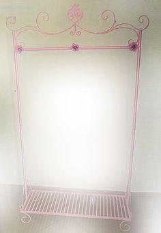 Arara Loire com  três rosas 1,80 alt. x 1,00 larg. x 37 prof. R$ 689,00.Na cor de preferência.Pode ser com a barra central (torna-se arara i...