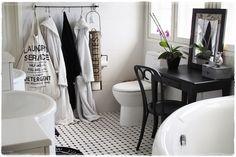 Mustavalkoinen kylppärin lattia