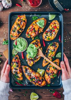 These loaded Mexican Sweet Potato Skins are stuffed with vegetables and vegan cheese. Serve with homemade avocado aioli for a tasty, easy & healthy dinner! Crispy Sweet Potato, Sweet Potato Skins, Loaded Sweet Potato, Easy Dinner Recipies, Mexican Sweet Potatoes, Sweet Potato Quesadilla, Vegan Teas, Vegan Cheese Sauce, Roasted Onions