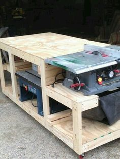 I have seen a few benches that incorporate a way to use and store several pieces Werkzeuge woodworking bench woodworking bench bench diy bench garage workbench bench plans Woodworking Projects Diy, Woodworking Furniture, Teds Woodworking, Diy Furniture, Diy Projects, Woodworking Techniques, Woodworking Equipment, Woodworking Classes, Popular Woodworking
