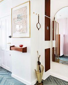 Fin entré fanget af fotograf @anittabehrendt hjemme hos Josephine fra @finderi.dk  #notileisthesame #handmadetiles #cementtiles #cementkakel #sementfliser #cementfliser #danishdesign #zementfliesen #herringbonetiles #marokk #diamondtiles #concretetiles  #tiles #fliser