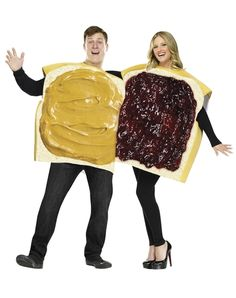 """50 Couples Halloween Costume Ideas - dress up with an adorable couples costume for you and your """"boo!"""" So many his and her Couples Halloween Costumes! Costume Halloween, Couples Halloween, Best Couples Costumes, Couple Halloween Costumes For Adults, Fete Halloween, Funny Costumes, Adult Costumes, Couple Costumes, Food Costumes"""