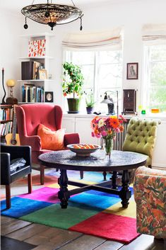 Here the geometric, color rich rug is able to bring together all the various objects in the room, giving it complete coherence! Bohemian interior decorating.