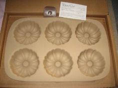 Pampered Chef Stoneware Mini Fluted Pan.