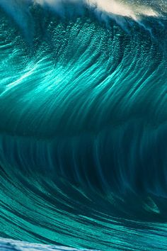 Wave face close-up Photo: Russell Ord
