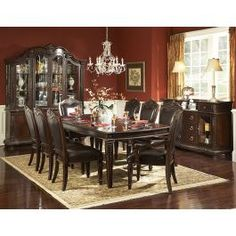"<p>Πολυτελής τραπεζαρία σαλονιού, που αποτελείται από ένα επιμηκυνόμενο τραπέζι (συνολικό μήκος 270 εκ.) και έξι βαρύτιμες καρέκλες (σετ 7 τεμαχίων), με καφέ δέρμα (PU). Είναι διαθέσιμες οι αντίστοιχες πολυθρόνες ή περισσότερες καρέκλες.</p> <p>Ξύλο: Rubberwood - Προέλευση: Μαλαισία.</p> <p>Συνδυάζεται με:<br /><a title=""Καρέκλα Κλασική Τραπεζαρίας Σαλονιού 1394S"" href=""{{store url=""Καρέκλα-κλασική-Τραπεζ..."