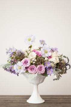 Dusty lilac flower arrangement by Violet & Verde, photo by Charlie Juliet - http://ruffledblog.com/flower-guide-by-violet-and-verde/