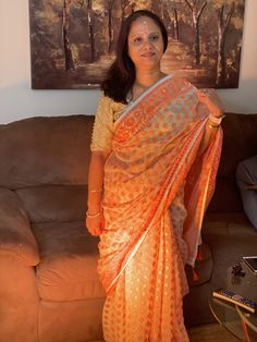 Bengal Looms Diva: Debjani from New Jersey looking fabulous in her Soft Jamdani Saree from Bengal Looms. Thank you Debjani for sharing this lovely picture with us.