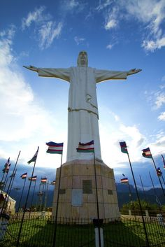 Christ the King. Christ The Redeemer, Christ The King, Cali Colombia, Colombian Art, Images Of Christ, Beauty Around The World, Cool Places To Visit, Cool Drawings, Tour