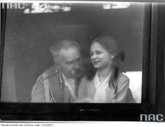 Józef Piłsudski z córką Jadwigą. Zdjęcie z 1931 roku Native Country, Retro, Poland, Army, Learning, American, World, Historia, Gi Joe