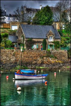 This is all I want in life, a sweet sailboat with a sweet house to match, no mansions or anything ridiculous like that just something cozy that calls to me every night <3