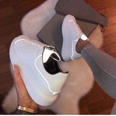 Imagen de zapatos, Alexander McQueen y zapatillas de deporte - Turnschuhe - Sneakers Fashion, Fashion Shoes, Shoes Sneakers, Shoes Heels, White Sneakers, Sneakers Women, High Heels, Women's Fashion, Luxury Fashion
