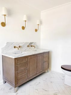 The choices we made for our classic en suite bathroom for designer dupe light fixtures, sink faucets, vintage style toilet, and shower faucets.