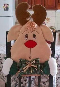reindeer chair cover - picture only Christmas 2016, Christmas Time, Christmas Ornaments, Christmas Projects, Christmas Humor, Homemade Christmas Decorations, Holiday Decor, Christmas Chair Covers, Reno