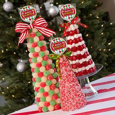 Our DIY Christmas Candy Topiaries will make a yummy decoration to your Christmas party tables. The DIY Christmas Candy Topiaries is easy to create. Christmas Gingerbread, Noel Christmas, Christmas Goodies, Christmas Candy, All Things Christmas, Winter Christmas, Christmas Topiary, Christmas Projects, Holiday Crafts