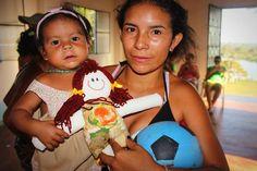 Encantando Crianças e Adultos na Amazonia Dolls for donation
