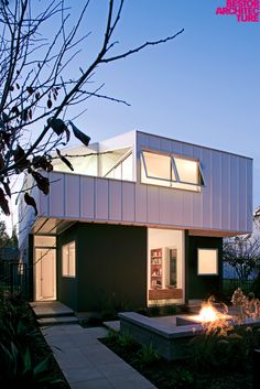 Floating Bungalow by Bestor Architecture: http://www.bestorarchitecture.com/domestic/floating_bungalow.html#