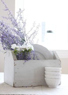Nella cucina Shabby Chic non possono mancare particolari color lavanda e le vere amanti dello stile che ogni giorno c'ispira lo sanno bene!
