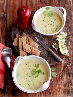 """Das gesunde """"Maggikraut"""" passt toll in diese Kartoffel-Liebstöckel-Suppe -"""