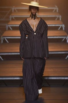 See the complete Jacquemus Spring 2017 Ready-to-Wear collection.