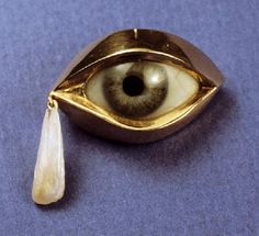 Cry Me A River An 18 karat yellow gold eyelid encases a prosthetic glass eye and a fresh water Pearl (origin: Mississippi River) completes narrative symbolism. Note: the prosthetic manufacturer proffered a variety of eye color and bloodshot level eyes. Eye Jewelry, Unusual Jewelry, Antique Jewelry, Vintage Jewelry, Jewelry Accessories, Jewelry Design, Jewlery, Boho Jewelry, Kitsch