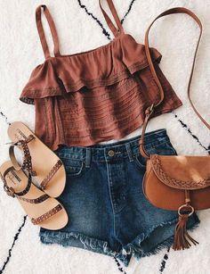 | Look Verão - Cropped + Shorts jeans + Sandália |